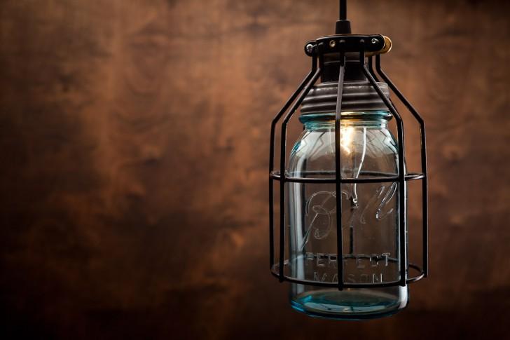 fascinating-design-home-mason-jar-pendant-lamps-clear-blue-glass-jar-pendant-lamp-shades-black-color-metal-pendant-lamps-frames-black-metal-pendant-holder-home-mason-jar-pendant-lights-lighting-delec-728x485