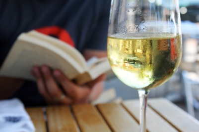 Wine&Books are BFFs
