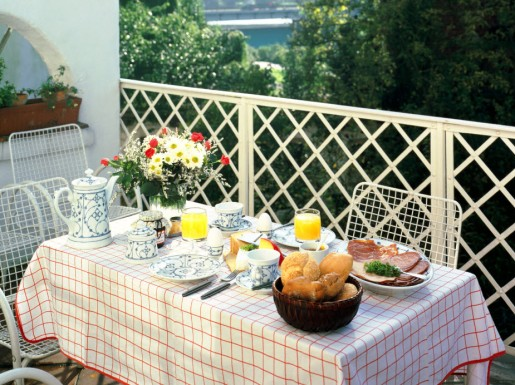 balcony-dining.jpg