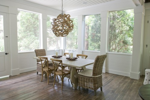 rattan-dining-chairs-for-beach-style-dining-room-with-pendant-light