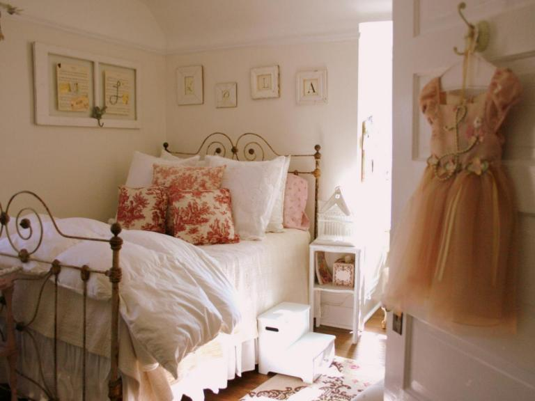 RMS_lolabboutique-cottage-girls-room_s4x3.jpg.rend.hgtvcom.1280.960